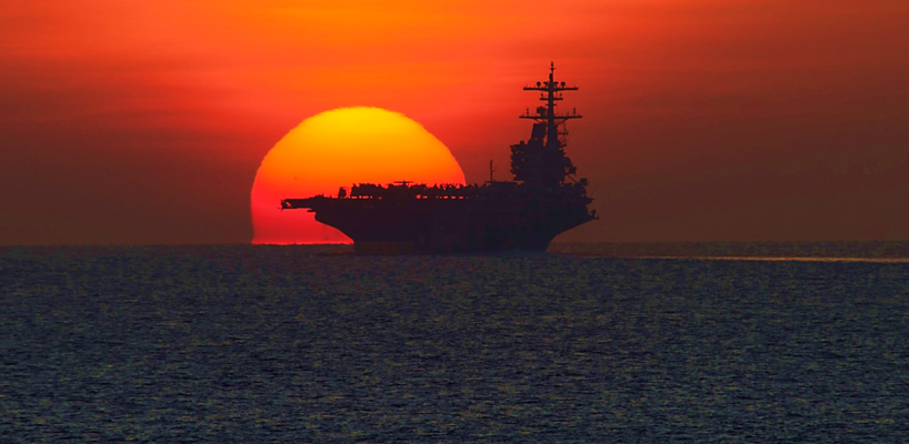 Vídeo: Rotina em um classe Nimitz da Marinha dos EUA